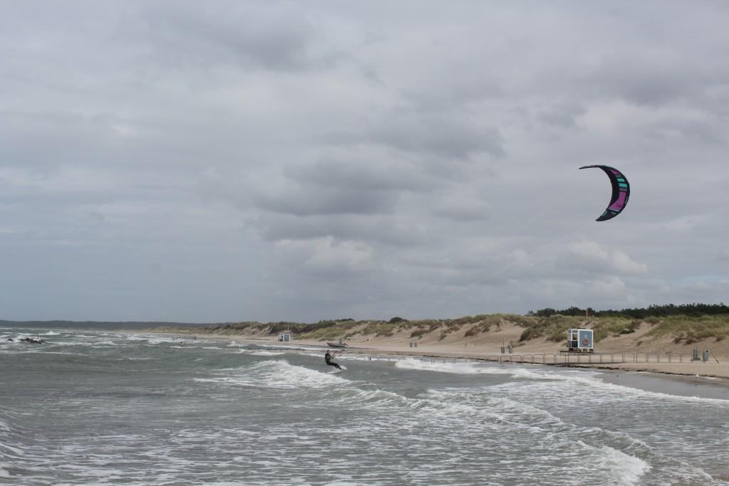 Liseleje Beach. A kitesurfer from Holland takes a break on shore. Photo 8. august 2016 by erik K abrahamsen.