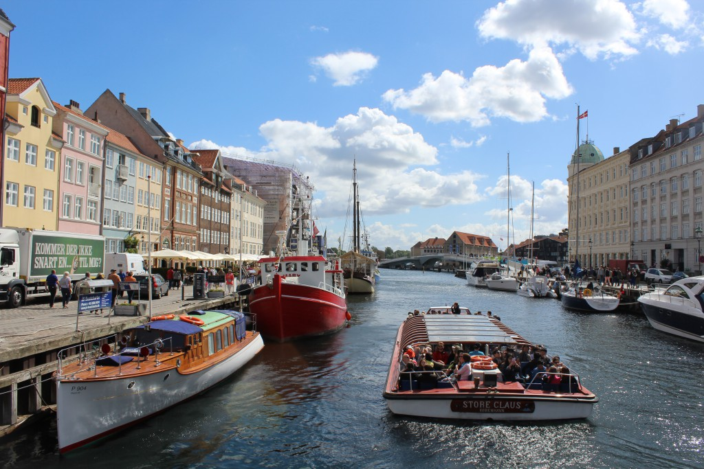 "View in direction south to ""Inderhavnsbroen"" from Nyhavn."