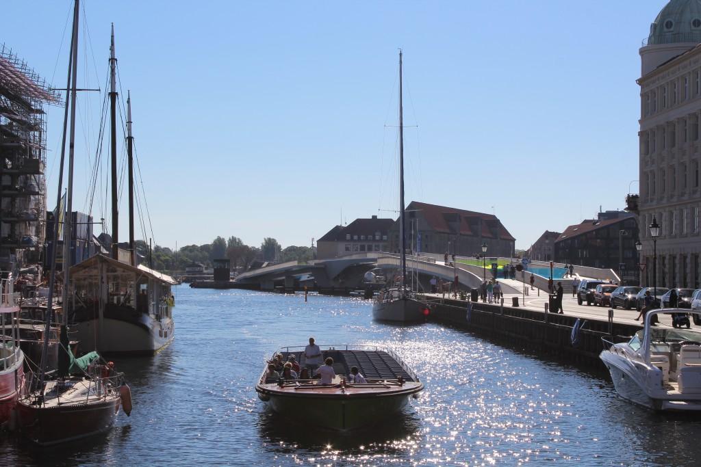 "Nyhavn. View to bike, walk and run slide bridge ""Inderhavnsbroen"". Phoot in direction south by Erik"