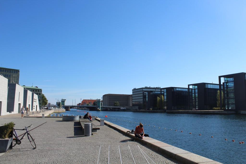 """View from Christians Brygge at Royal Library """"Dianamante"""" to Bridge """"Knippelsbro"""". Photo in direction east 25. august 2016 by Erik K Abrahamsen."""