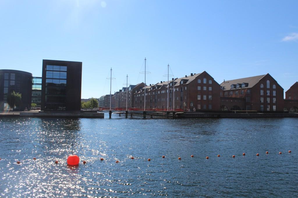 "bike-, walk and run bridge ""Cirkelbroen"" passing Christianshavns Canal. Phoot in direction south 25. august 2016 by Erik K Ab"