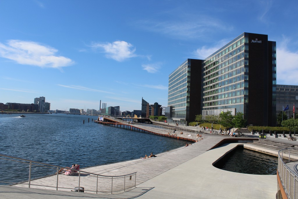 "Kalvebod Bølge. Copenhagen Inner Harbour - north side between ""Langebro"" and Fisketorvet. Phoot in direction west to Kalvebod Wave (Kalvebod Bølge) 15. august 2016 by Erik K Abrahamsen."