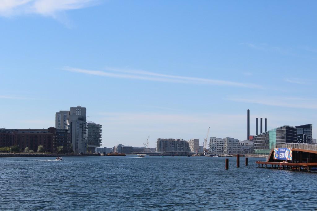 "View from ""Kalvebod Wave"" to bike,- walk and run bridge ""Bryggebroen b"