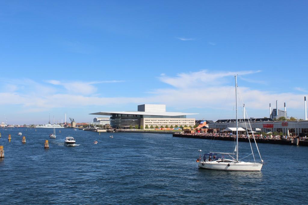 """View fro """"Inderhavnsbroen"""" to Copenhagen Inner harbour. Photo in direction east 15. august 2016 by Erik K Abrahamsen."""
