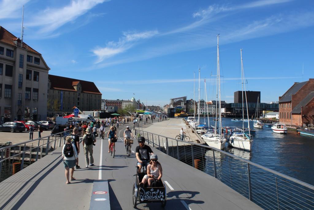 "View from Trangravsbroen to Atlantens Brygge and new bike-, walk and run bridge ""Inderhavnsbroen"". Photo in direction north to Copenhagen Inner harbour and Nyhavn 25. august 2016 by erik K abrahamsen."