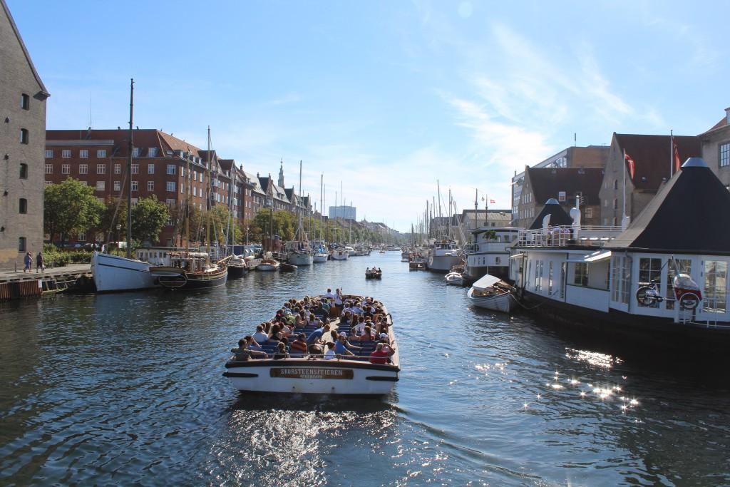 View from bike-, walk and run bridge Trangravsbroen to Christianshavn Canal. Phoot in direction west 25. august 2016 by Erik K Abrahamsen