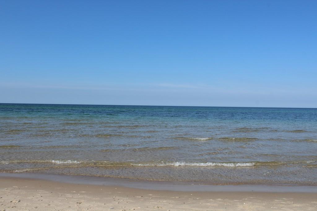 Udsigt mod nord ud over kattegat ved Tisvildeleje Strand - luften er 25 grader og vandet er 20 grader. Foto den 10. september 2016 af Erik