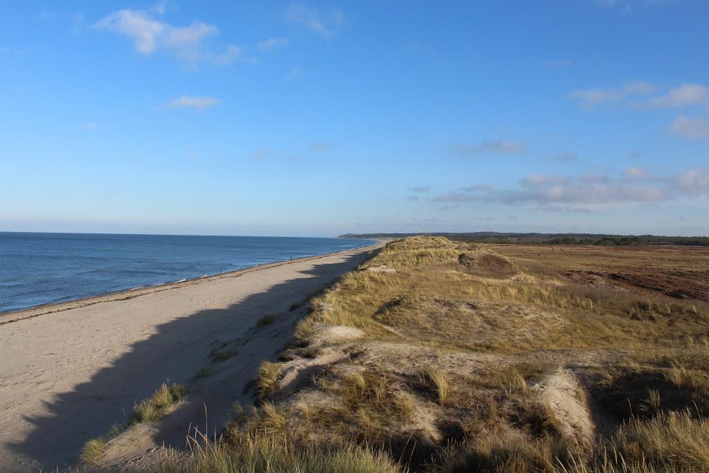 Melby Overdrev. Udsigt mod øst ud over Kattegat mod Tisvilde Hegn og Tisvildeleje og Kulle i Sverige helt ude i ho