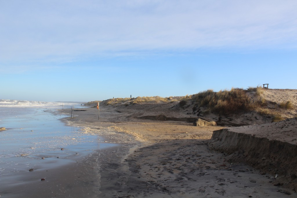 Liseleje Strand - udsigt mod øst mod Tisvilde Hegn og Tisvildeleje helt ude i horisonten. Foto den 27. december 2016 af Erik K Abrahamsen.