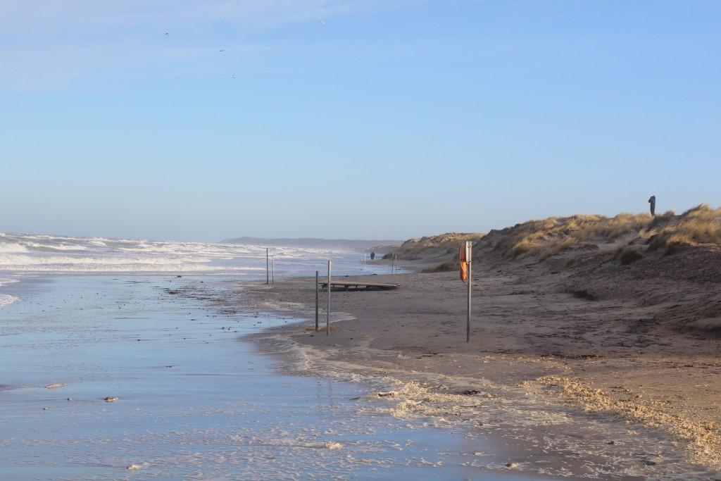 Liseleje Strand. Udsigt mod øst mod Tisvilde Hegn og Tisvildeleje helt ude i horisonten. Foto den 27. december 2016 af Erik K Abrahamsen.