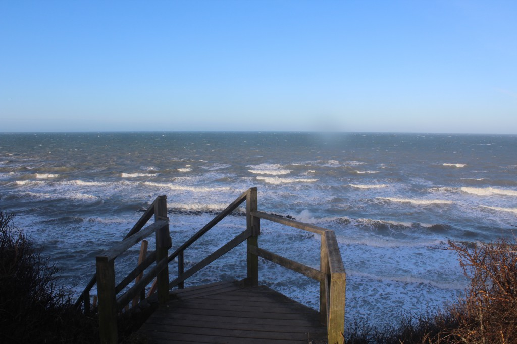 Hyllingebjerg Strand. Udsigt fra den 104 trin trappen ned til forstranden.