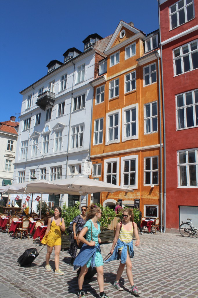 Nyhavn Canal. Restaurants on sunny side of the canal. Photo 6. june 2016 by Erik K Abrahamsen.