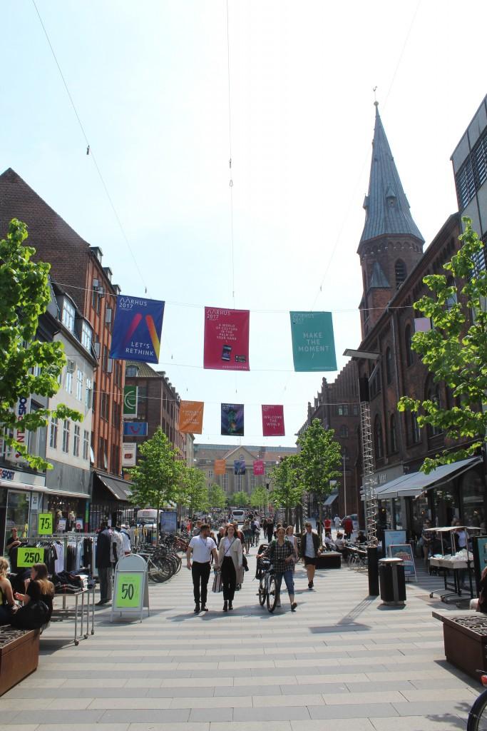 Ryesgade, Aarhus. udsigt mod syd mod Aarhus Hovedbanegård. Main shoppeing street. Foto den 18. maj 2017 af Erik K Abrahamsen.