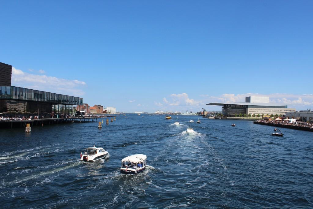 Udsigt fra ny gang- og cykelbro mod København Indre Havn. Foto i retning øst den 15. juæli 2017 af Erik K Abrahamsen.