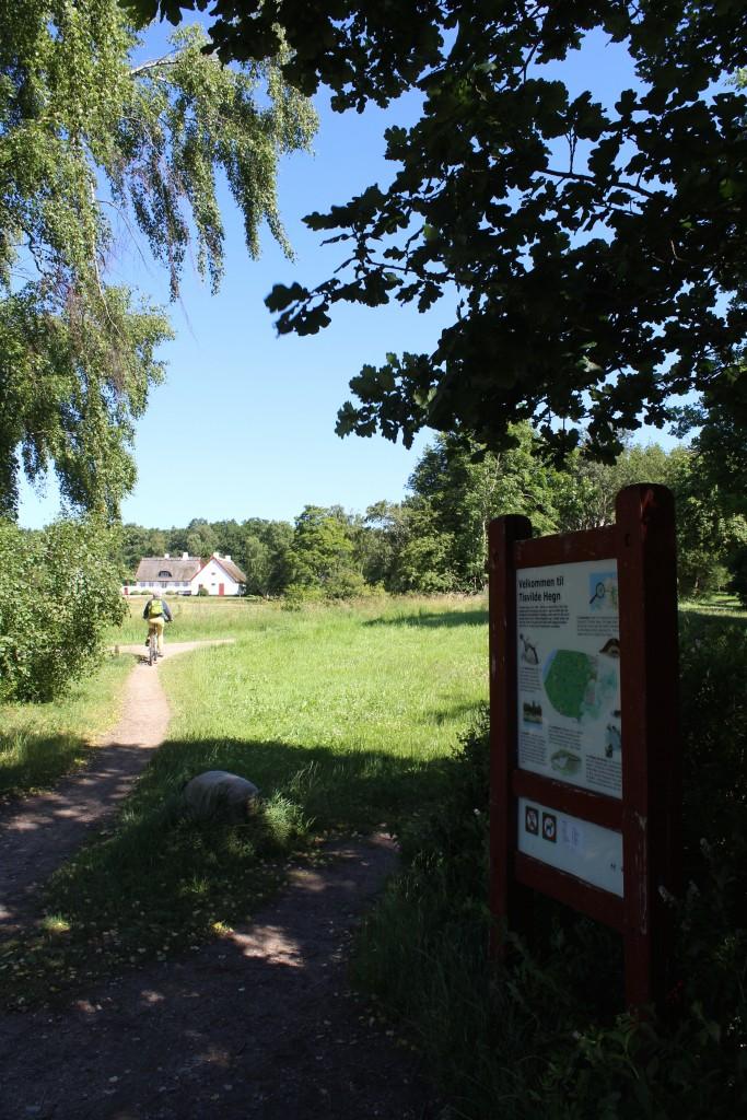 Slotsporthus ved indgangen til Tusvilde Hegn ved lejevej.