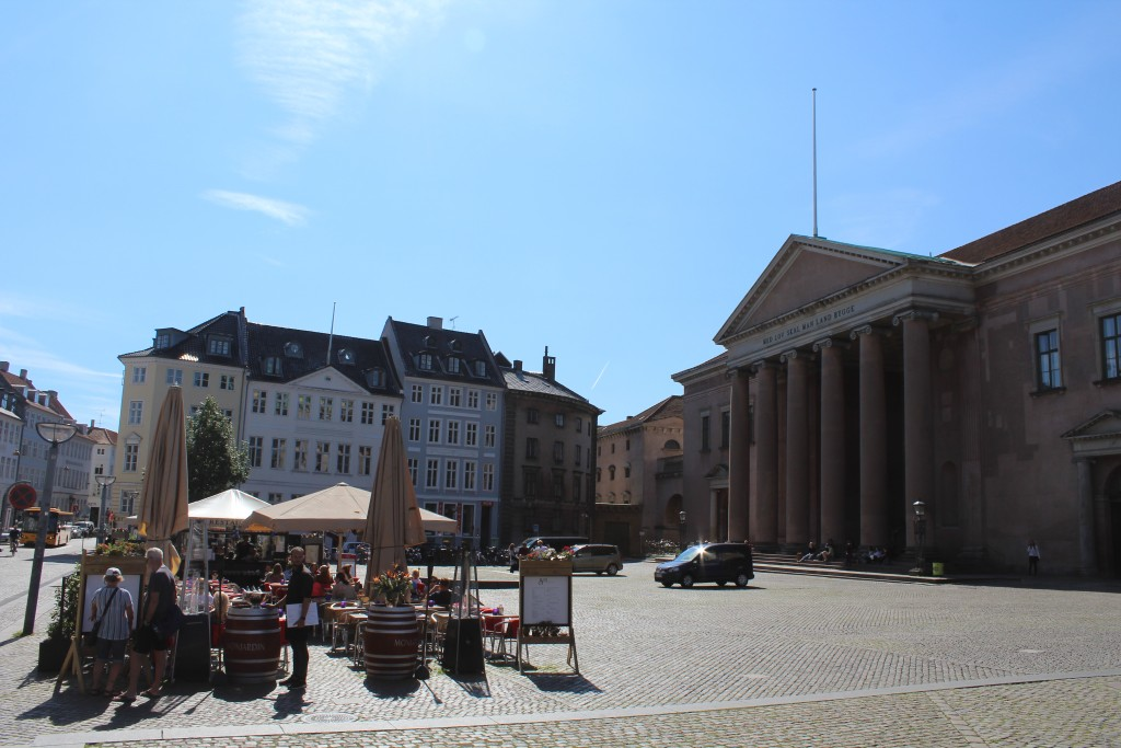 """Nytorv, New Square with Copenhageb City Justice """"Dimhuset"""" built 1799 by architect C. F. Hansen in style Roman Empire with pillars. Phoot 29. august 2017 by erik K Abrahamsen."""