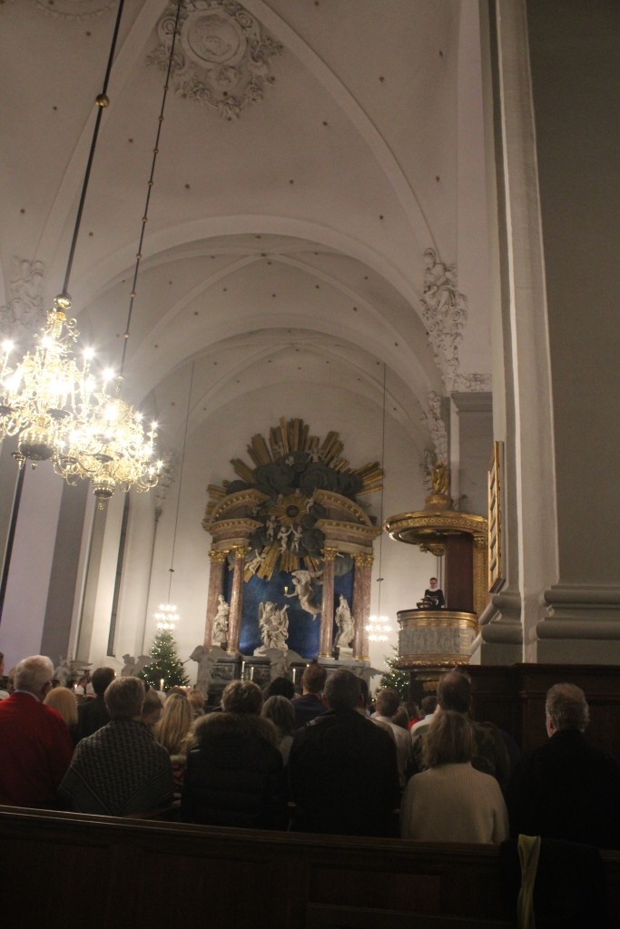 Reading of the christmas gosple Luke 2,1-14 by priest Mikkel Gabriel Christoffersen, Our savoiur Churh. Photo 24 december 2017 by Erik K Abrahamsen