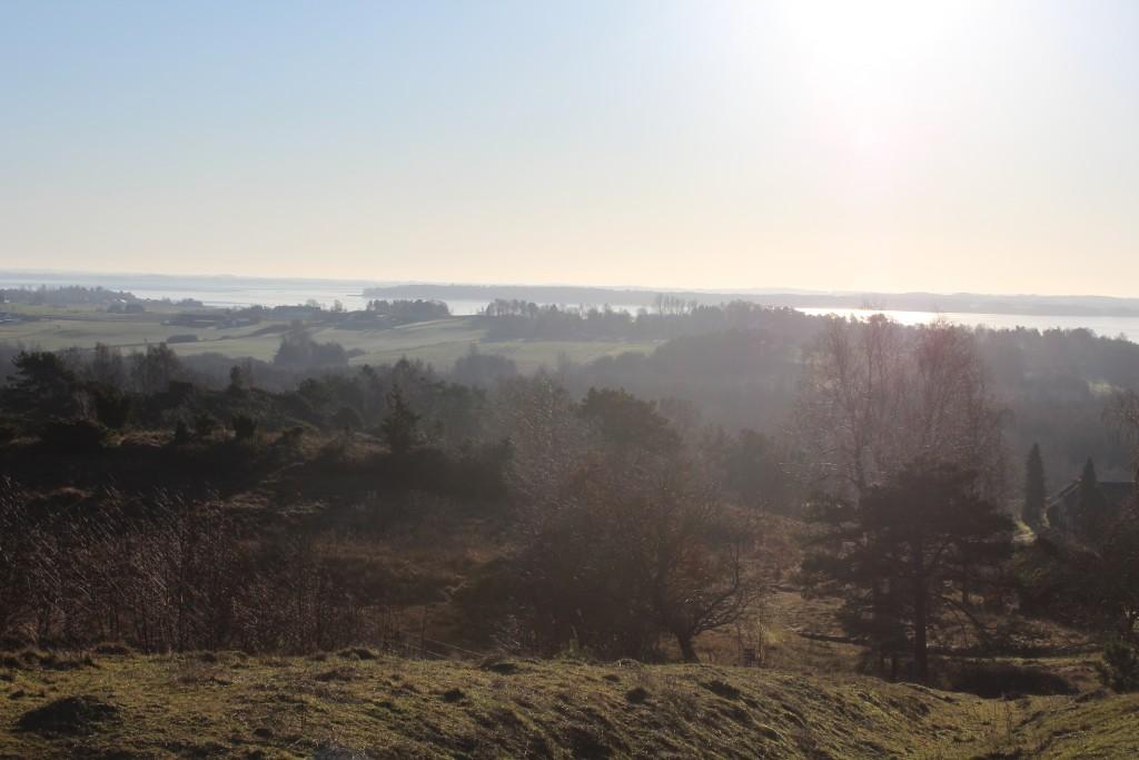 """Udsigt fra ca. 60 m høj morænebakke med toppunkt """"Udsigten"""" mod Arresø. Foto den 7. januar 2018 af Erik K Abrahamsen"""