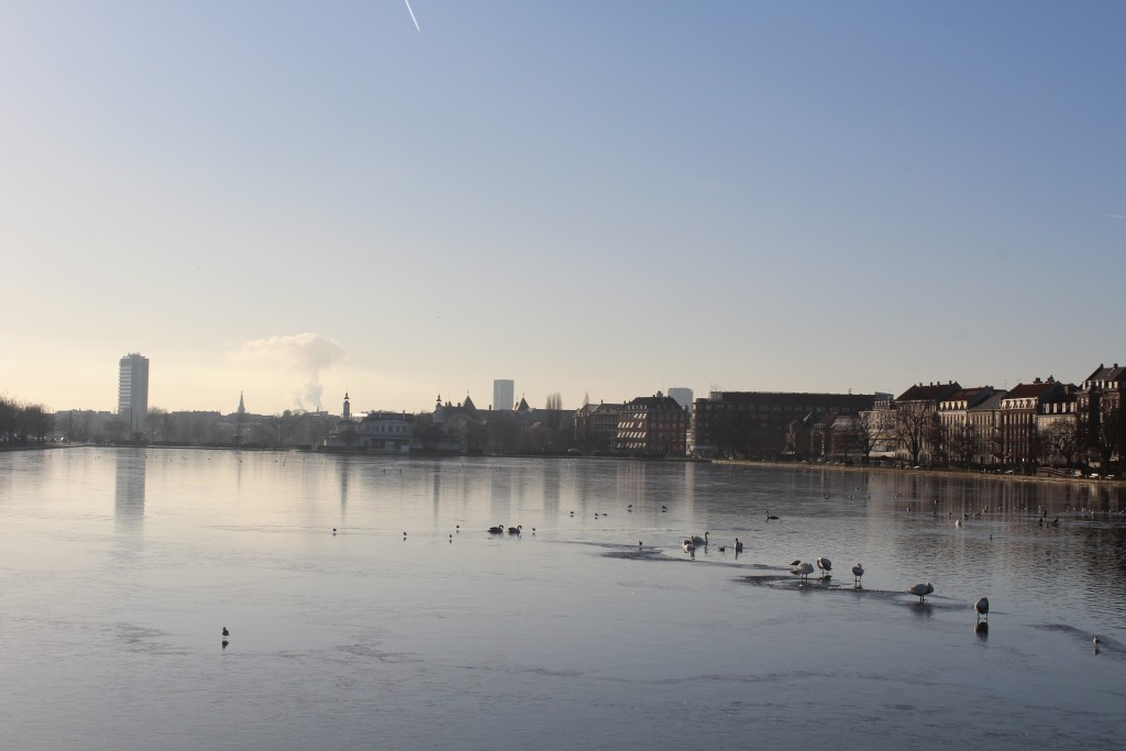Peblingesøen. View in direction west from Dronning Louise Broen to Nørrebro and Frederiksberg.