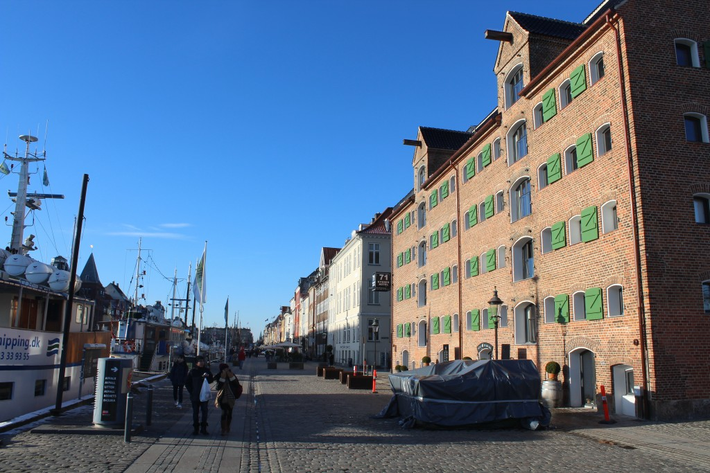View to Nyhavn. At right Hotel Nyhavn 71 - a former with storehouse built 1805. Photo in direction north 5. february 2018 by Erik K Abrahamsen.