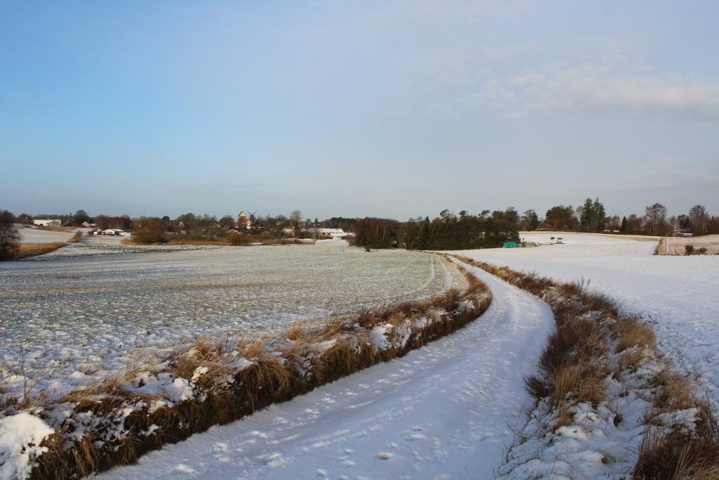 Udsigt mod Melby Kirke bygger ca 1200 og Melby Mølle bygget 1876. Foto i retning vets kl ca 8.30 den 16. februar 2018 af Erik K Abrahamsen.