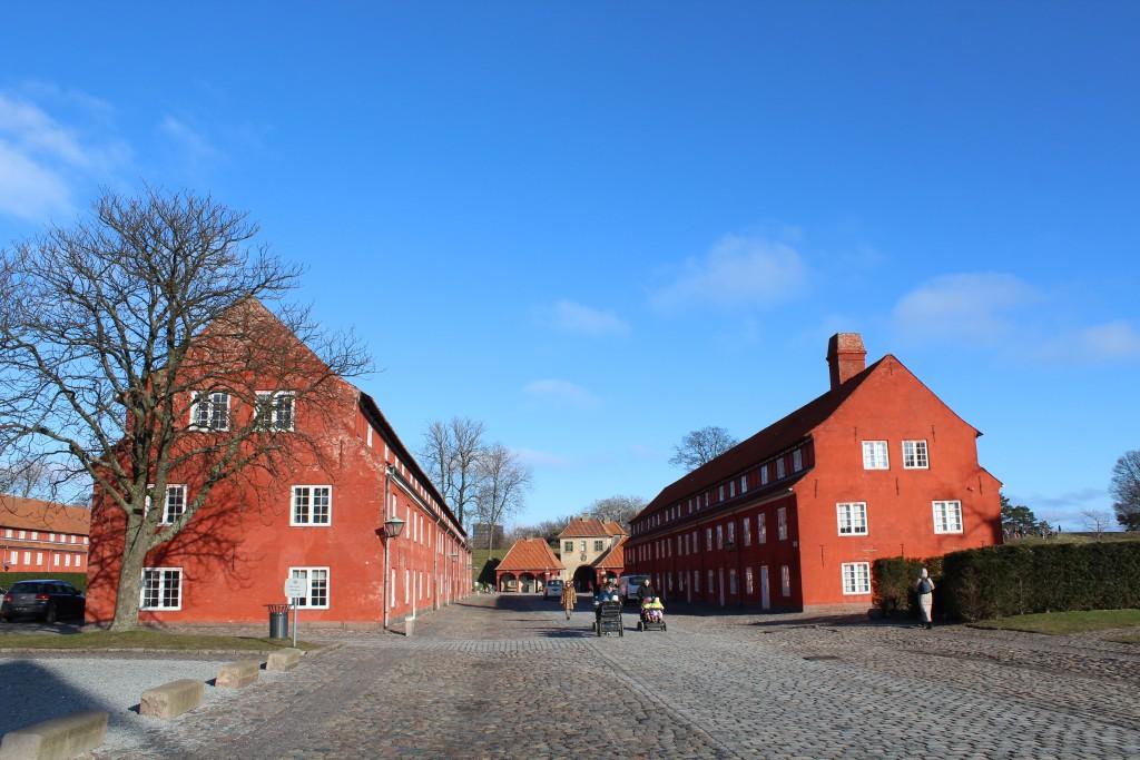 Fæstning Kastellet. Hovedvejen fra syd mod nord mellen Kongeporten og Norgesporten. Foto i fretning mod Norgesporten den 22. februar 2018 af Erik