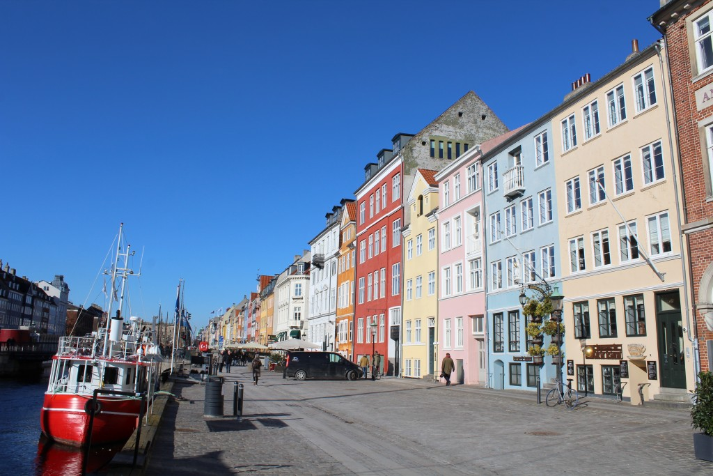 """Nyhavn """"Sunny Side"""". Former store houses close to wharf. Phot in direction north 22. february 2018 by Erik K Abrahamsen."""