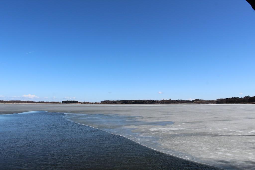 Arresø. Udsigt fra udkigspost mod halvøen Arrnæs. Foto i retning syd-øst den 20. marts 2018 af Erik K Abrahamsen.