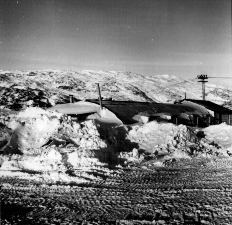 Narsarsuaq - flere mester sne ligger overalt efter et par f´dages snestorm