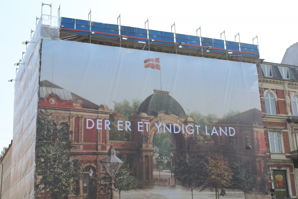Advertising on building under construction/renavation.