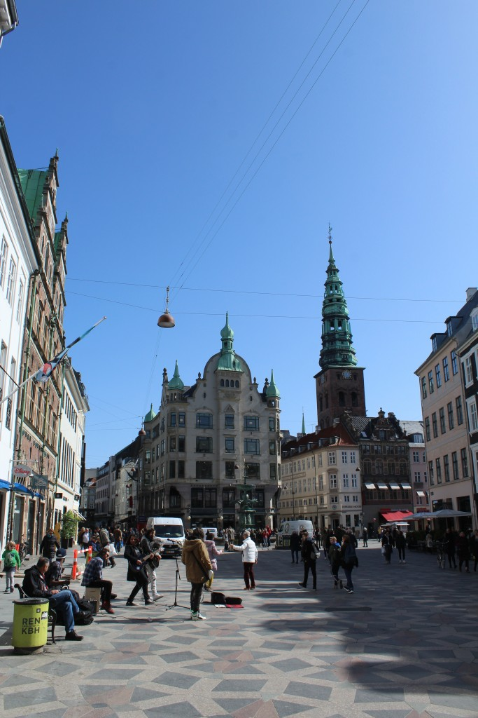 Amagertorv - Amager Square with fountain Storkespringvandet bulilt 1894. Photo 11. april 2018 by Erik K Abrahamsen.