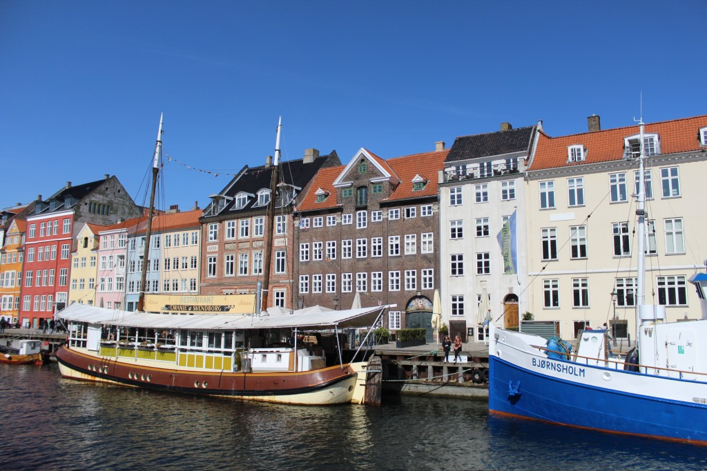 """Nyhavn - view to """"Sunny Side"""" nr."""