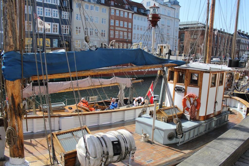 Nyhavn. 2 seaman in boat