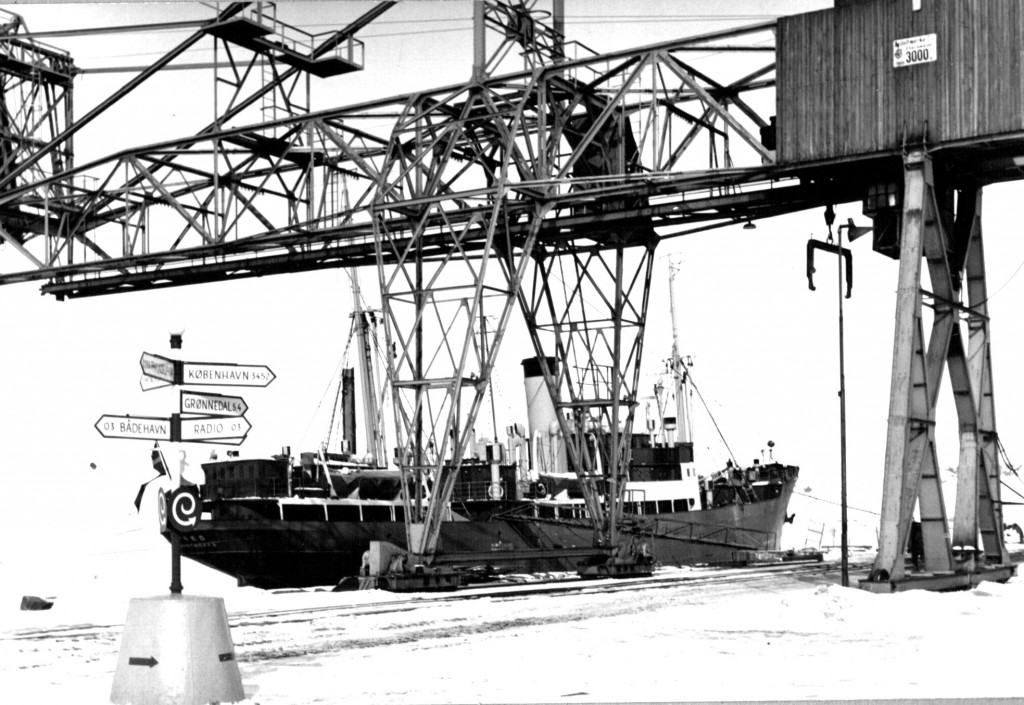 Udskibning af Kryolit fra Havnene i Ivigtut. Foto 1961.