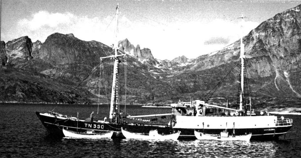 Skibe ved Arsuk havn. Foto 1961.