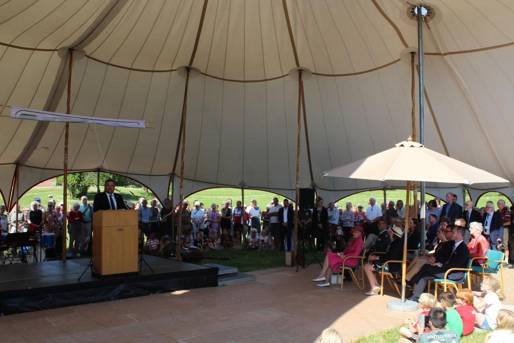 Gribskov borgmester å talerstopen under indvielsen af nationalpark Kongernes Nordsjælland. Foto den 29. maj 2018 af Erik K Abrahamsen.