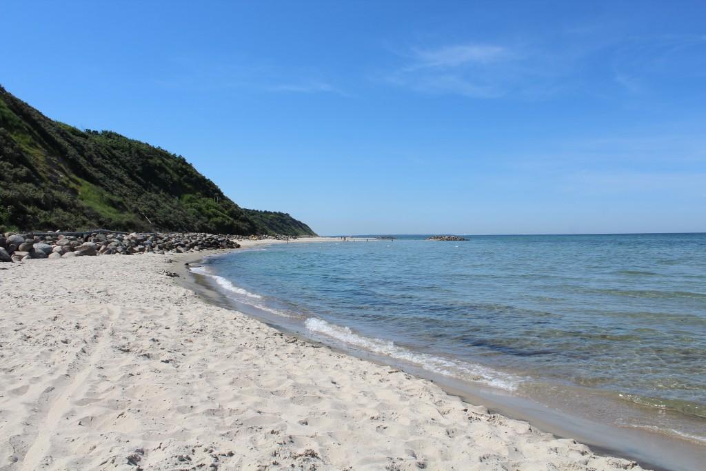 Hyllingebjerg beach. View in direction west to Sjælland Odde ion horizon